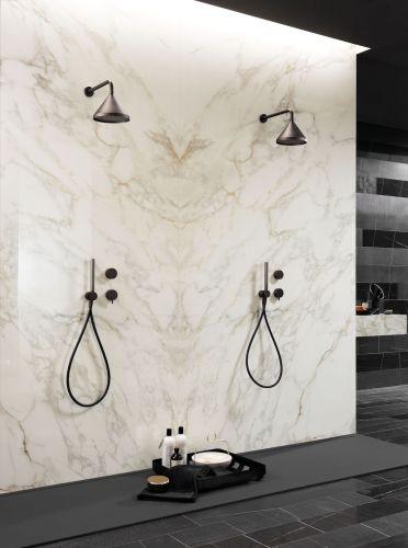 Douche marbre blanc en Dordogne