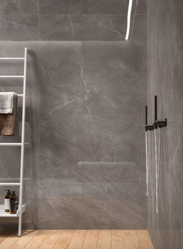 Salle de bain en marbre gris clair Périgueux