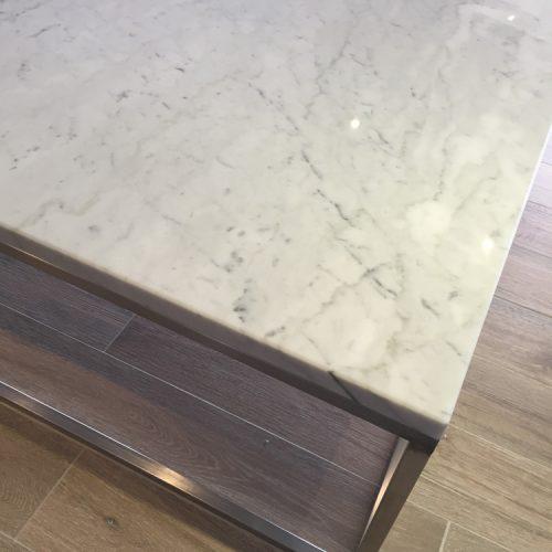 Table basse en marbre à Périgueux